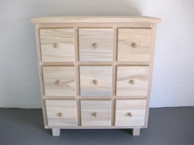 Commode multi tiroirs bois brut peindre par lartelierdeco for Peindre une commode