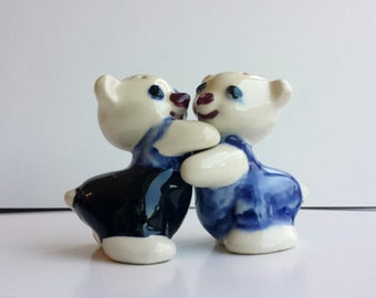 Vintage Hugger Bears with Overalls Salt and Pepper Shakers 1930s