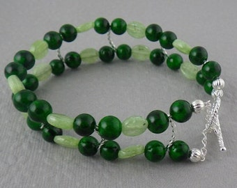 Calcite and Dyed Dark Green Coral bracelet (WB67)