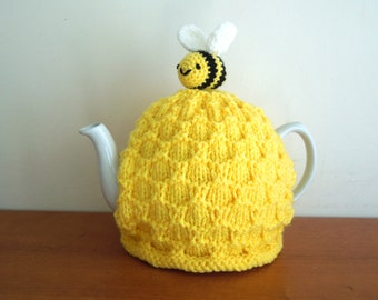 Bee tea cosy, hand knitted for your teapot. Standard 4-6 cup tea pot (2 UK pints, 40 fl oz, 1.2L). With bee, teacozy. Great bee keeper gifts