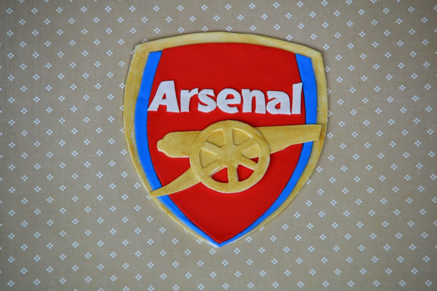 how to make arsenal logo with fondant