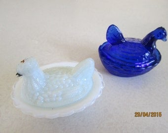 Hens-on-nests. Victorian pressed glass pair TINY! 2.5 inches