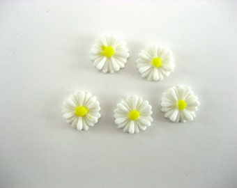 Daisy Resin Cabochons 5 Pieces 13 mm Cabochons Flower  Cabochons White Daisy Cabochon Jewelry Supplies Small Lot