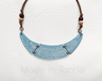 Wooden necklace: sky-blue feather