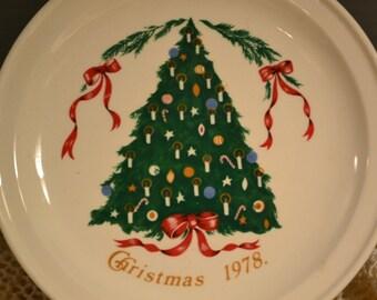 SALE /  Christmas tree plate / 1978 / 1970s / Lillian Vernon / Carrigaline Pottery / County Cork / Ireland / Christmas 1978 / collectible