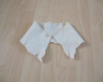 lovely white felted collar, handgevilt