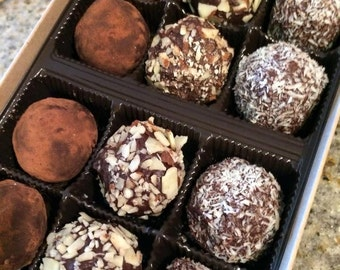 Raw Paleo Chocolate Truffles! ~ Gluten Free, Dairy Free, Refined Sugar Free     Makes a great gift!