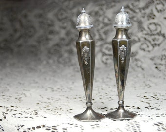 Antique WB Mfg Co. Salt and Pepper Shakers. #51233
