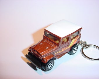 3D 1968 Toyota Land Cruiser FJ40 custom keychain by Brian Thornton keyring key chain finished in white/brown color offroad fj classic truck