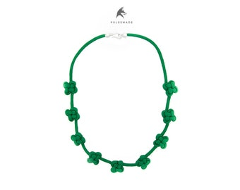 550 paracord necklace in emerald green, handmade by me, clover-emerald necklace node