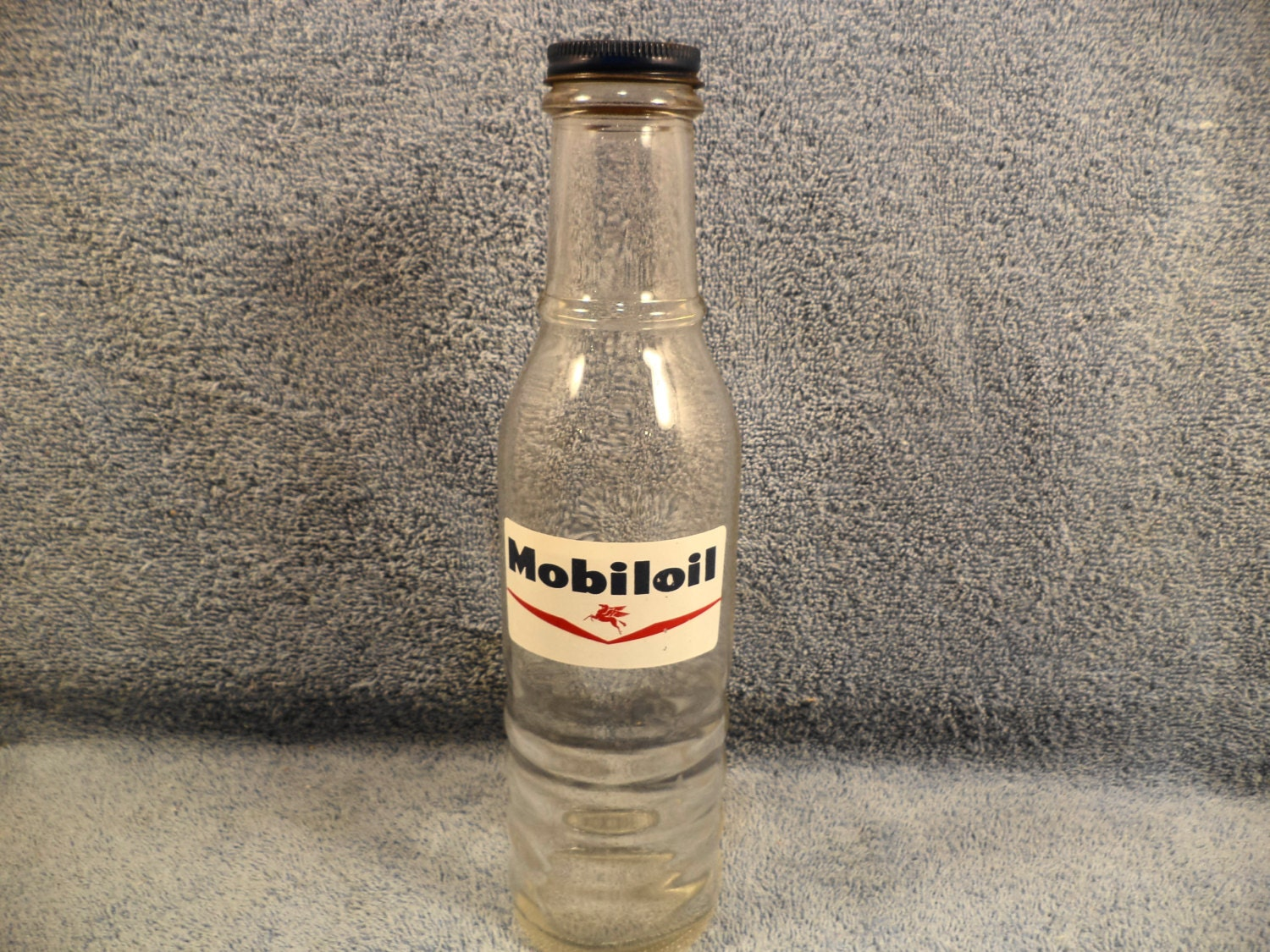 Mobil Mobiloil Glass 1 Pint Motor Oil Bottle With Painted