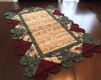 FREE SHIPPING! Thimbleberries Christmas Quilted Table Runner