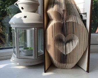 Book Folding Pattern for an Apple with a Heart inside.