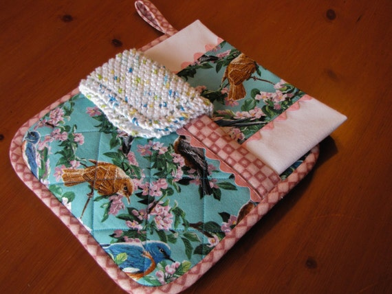 Quilted kitchen set three pieces quilted pot holder bird for Quilted kitchen set