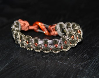 Paracord Survival Bracelet with S-Clip - Grey and Rust