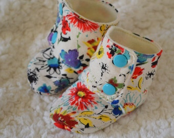Baby Booties Stay On, Cream Floral