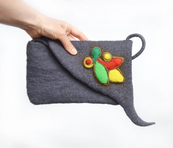 how to hold a clutch purse
