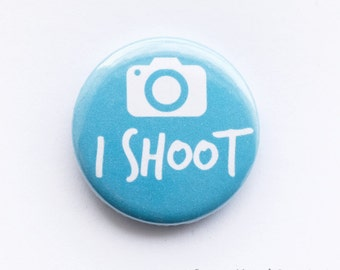 Photography button badge - 'I shoot', camera, 25mm metal pin
