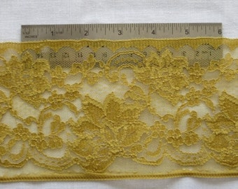 Wide Antique Ochre-colored Lace 1105