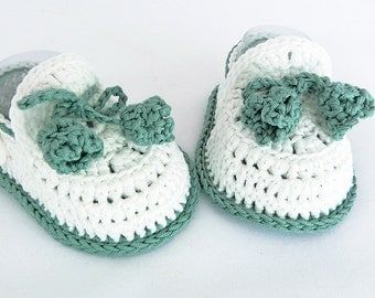 Crochet loafers green and white. Cocoles Shoes
