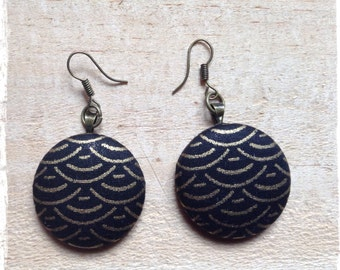 Earrings in black and gold Japanese fabric