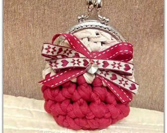 Trapillo red and beige purse
