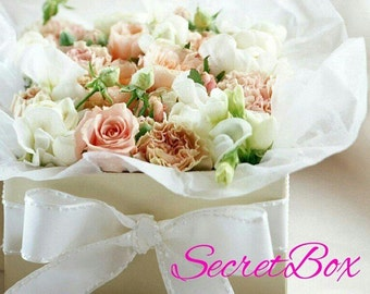 Box with surprises decoration with real flowers