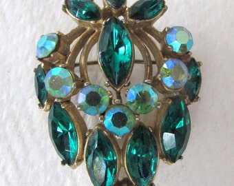 Brilliant 1950's 'Sphinx' green Aurora Borealis diamentes