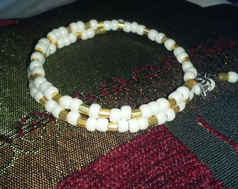 Cream and gold beaded bracelet