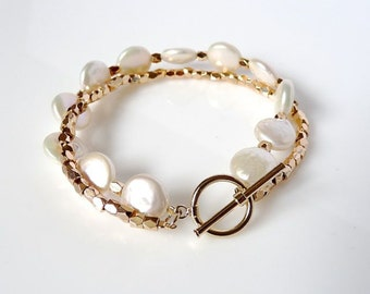 "Armband ""Shine "", Pearl bracelet with golden chain, Modern Pearl bracelet, Button Pearl bracelet"