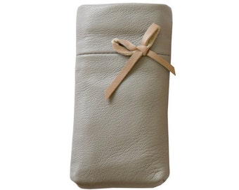 Sleeve for iPhone 5,  6 & 7 Ballerina petite - grey lambs leather with little bow