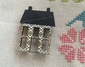 Vintage style Saltbox House needleminder, handy needle minder magnetic needle nanny