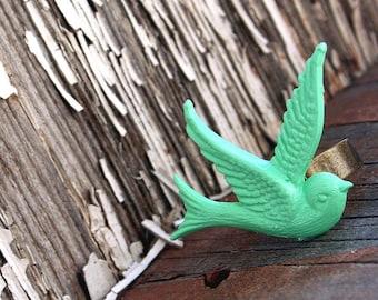 Bird Ring, Medium Green Swallow Bird, Gothic Victorian Ring by Smash Gardens on Etsy Bridesmaids Gift, Woodland Wedding, Fall Spring, Bird