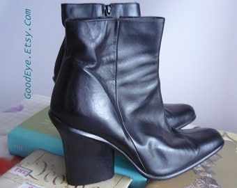 90s DKNY Leather Ankle Boots size 8 .5 Eur 39 UK 6 Black Sleek Chunky High Heels Booties SPAIN Donna Karen New York