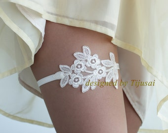 Wedding Bridal Garter, ivory lace garter--size M