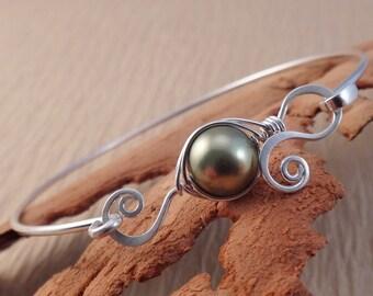 Mommy Bracelet - Pea Pod Bangle Bracelet - One Peas in a Pod Bangle - Silver Bangle Bracelet - Mommy Jewelry