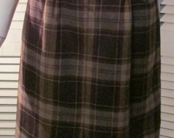 "Vintage 1960's Plaid Skirt with Pockets Waist 28"""