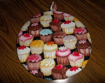 Cup Cake Pot Holder Round Cupcake Hot Pad Cotton Fabric Double Insulated Kitchen Utinsel Handmade 9 Inches Trivet