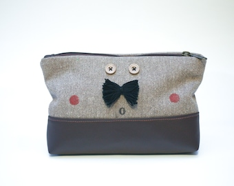 Mr. Moustache pouch in brown
