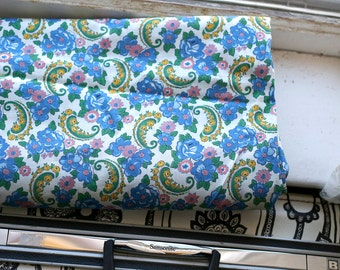vintage 40s cotton floral and paisley fabric - feedsack era - very pretty