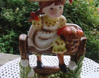 Vintage 1971 American Greetings Holly Hobbie Figurine To the House of a Friend