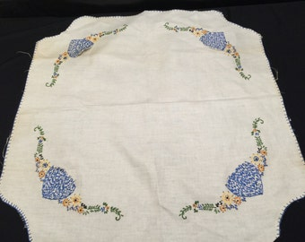 Vintage Linen Hand Embroidery Floral Bridge or Card Table Tablecloth