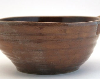 Stoneware Wheel Thrown Pottery Batter Bowl Ribbed Handle Prim Tan Green 4 Cups