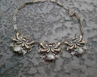Necklace/Art Noveau Style/ Vintage/Pale Gold