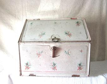 Pie Safe BreadBox Toleware Tin Patina Child Toy & Play Retro Kitchen Bread Box Shabby Chic Kitchen / Home Decor