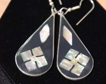 VINTAGE Alpaca Mexico wire earrings teardrop black mother of pearl