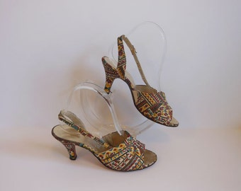 1960s shoes / Leave Your Print Vintage 60's Novelty Tiki Heels Pumps