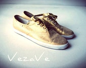 Luxurious vintage  80s gold metallic sneakers,  tennis shoes. Made by Pacific Express.Size 7 1/2