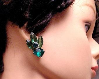 Vintage Green  Rhinestone Clip Earrings. Slightly Shabby. (J30)
