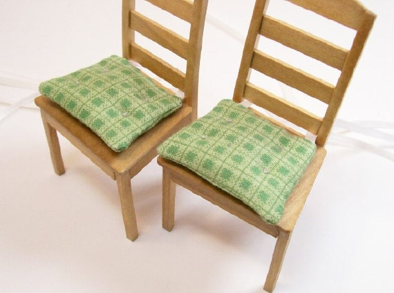 chair cushions pads green kitchen 1 12 dollhouse miniatures. Black Bedroom Furniture Sets. Home Design Ideas